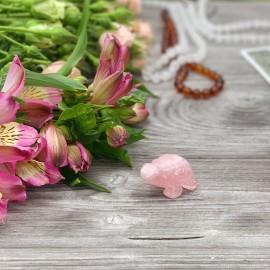 Фигура черепахи из розового кварца